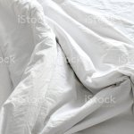 Foto De Bedding Sheets Creasewhite Fabric Wrinkled Texture E Mais Fotos De Stock De Aconchegante Istock