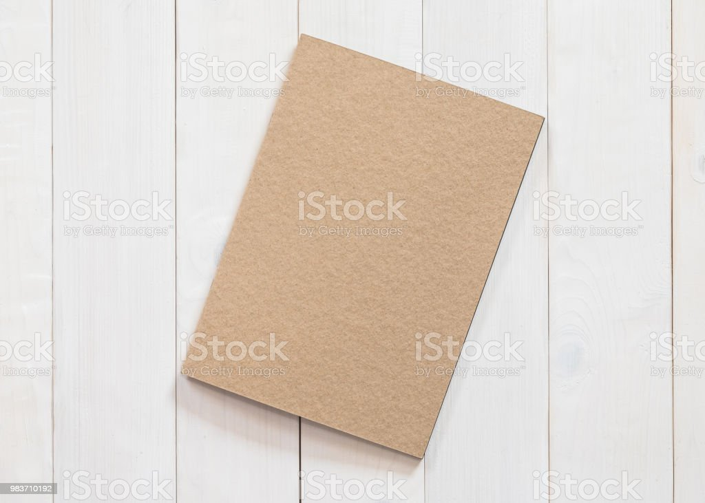 https www istockphoto com fr photo livre blanc mock up magazines catalogue b5 taille brochure ou remarque couvercle gm983710192 267006226