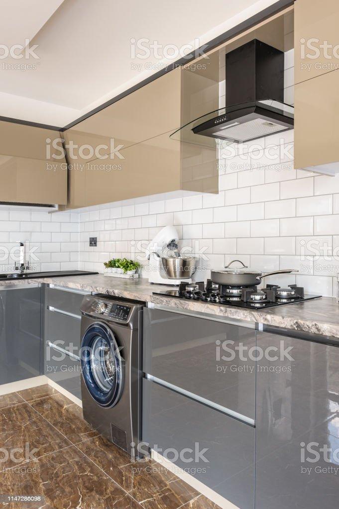 photo libre de droit de gros plan de luxe moderne blanc beige et gris interieur de cuisine banque d images et plus d images libres de droit de ameublement istock