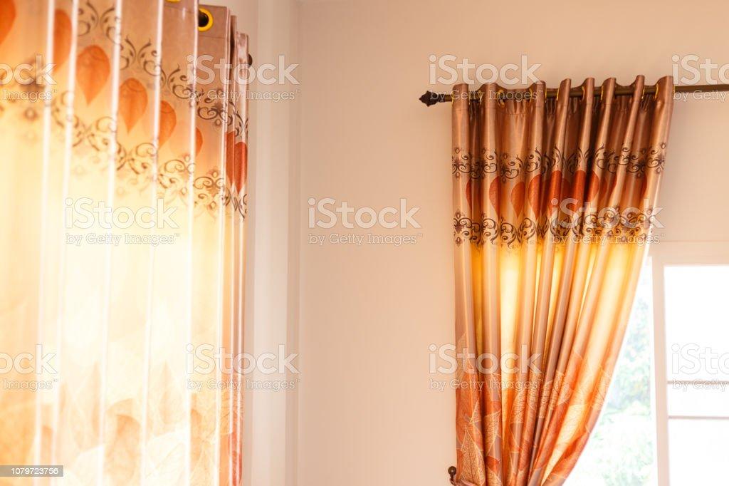 https www istockphoto com fr photo rideau rideaux maison d c3 a9coration dint c3 a9rieur sur fen c3 aatre gm1079723756 289362471