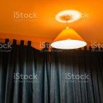 Dekorative Gelb Orange Lampe An Der Decke Hangen Beleuchtet Abend Nacht Bunten Licht Im Schlafzimmer Haus Haus Mit Dunklen Fenster Gardinen Jalousien Stockfoto Und Mehr Bilder Von Architektur Istock