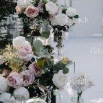 Im Haus Hochzeit Dekoration Mit Frischen Blumen Stockfoto Und Mehr Bilder Von Abenddammerung Istock