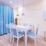 Innen Kuche Modern Hellgelbe Wande Blaue Vorhange Stockfoto Und Mehr Bilder Von Accessoires Istock