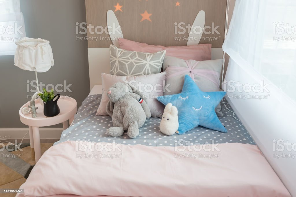 https www istockphoto com photo kids bedroom with colorful pillows gm902567452 248958922