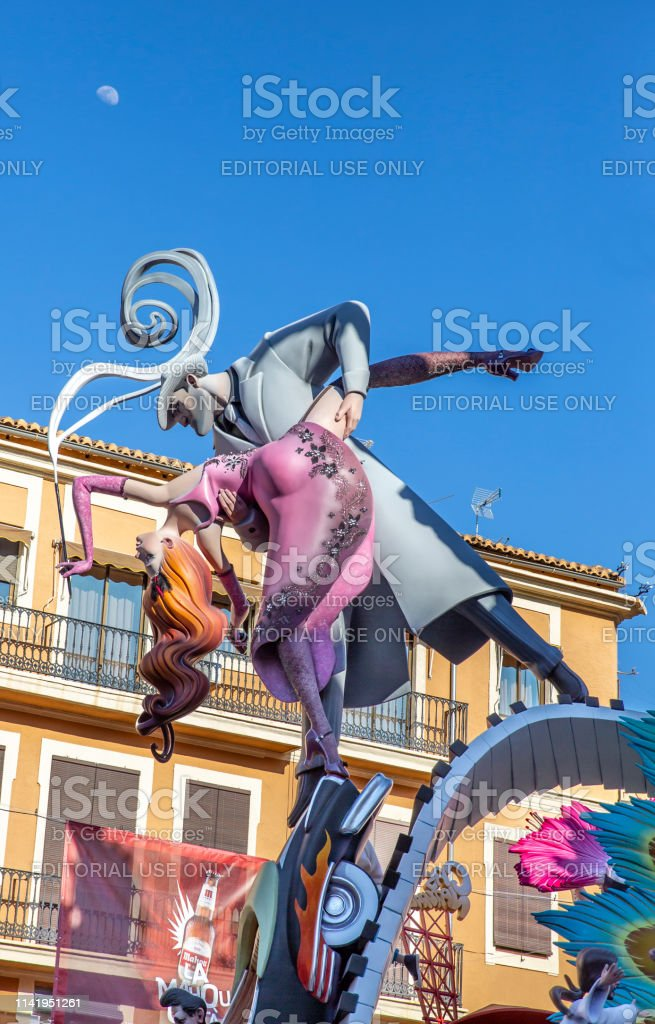 https www istockphoto com fr photo las fallas falla convent jerusalem 2019 broadway montre le th c3 a8me valencia espagne gm1141951261 306146128