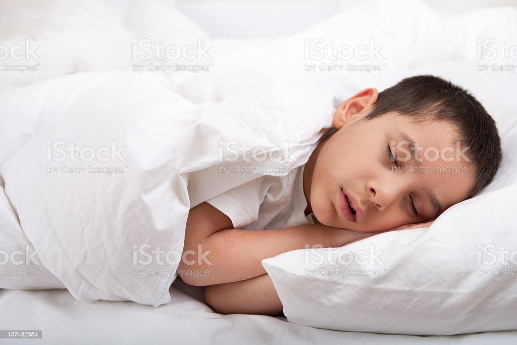 https www istockphoto com photo little boy sleeping in bed gm137432354 13593201