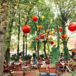 Foto De Lounge Restaurant With People Relaxing Under Green Trees E Mais Fotos De Stock De Arquitetura Istock