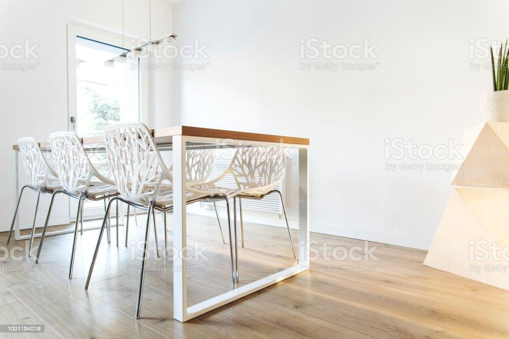 https www istockphoto com fr photo moderne et design scandinave cuisine avec c3 aelot de cuisine table et accessoires gm1001154018 270651979