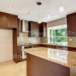Moderne Kuche Mit Matten Und Glanzenden Braun Schranken Aus Granit Stockfoto Und Mehr Bilder Von Arbeitsplatte Istock