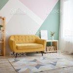 Schones Wohnzimmer Mit Couch Teppich Grune Pflanze Auf Einem Bucherregal Stockfoto Und Mehr Bilder Von Behaglich Istock