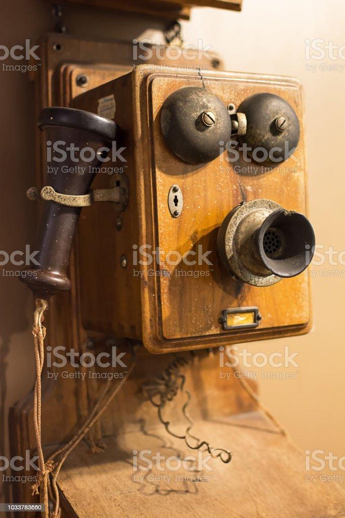 photo libre de droit de ancien telephone en bois des annees 40 banque d images et plus d images libres de droit de 1920 1929 istock