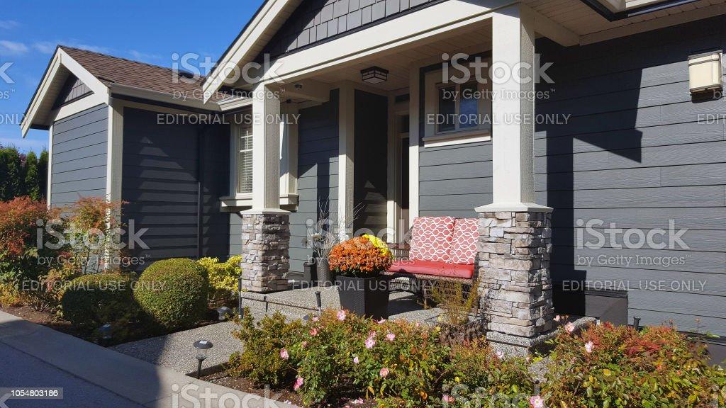 photo libre de droit de maison moderne petit jardin devant et porche couvert banque d images et plus d images libres de droit de architecture istock