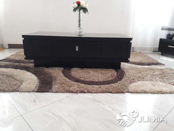 table basse et tapis de salon