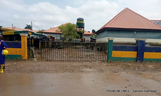 Four Dead, Others Missing As Flood Sweep 26 Vehicles, 166 Houses In Abuja [Photos] 12