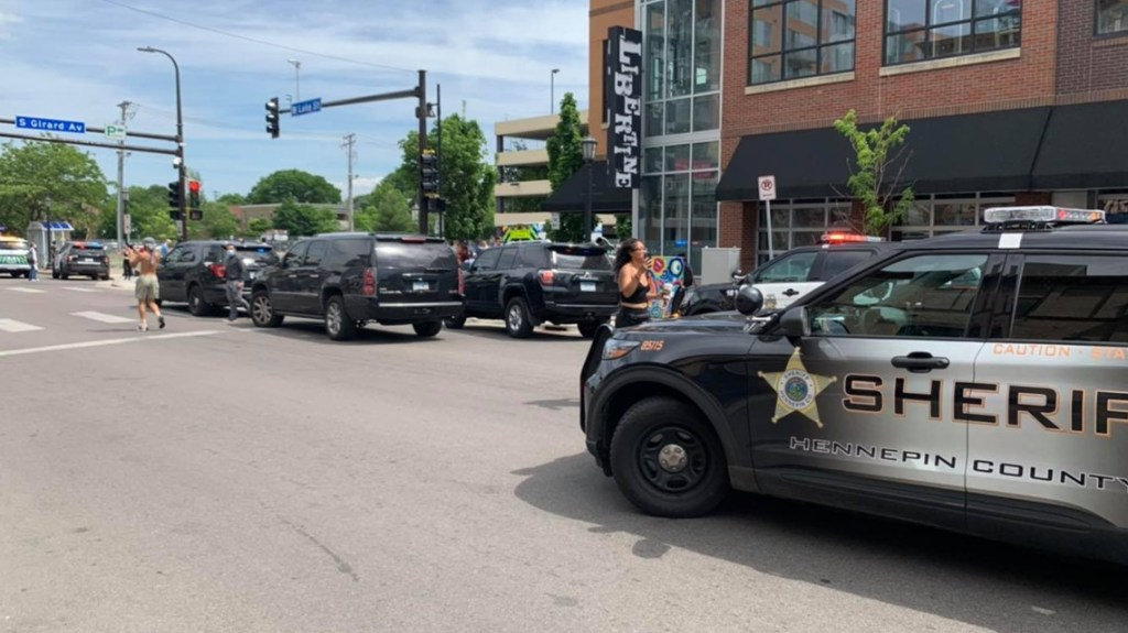 Sheriff's Deputy Fatally Shoots Murder Suspect in Minneapolis' Uptown