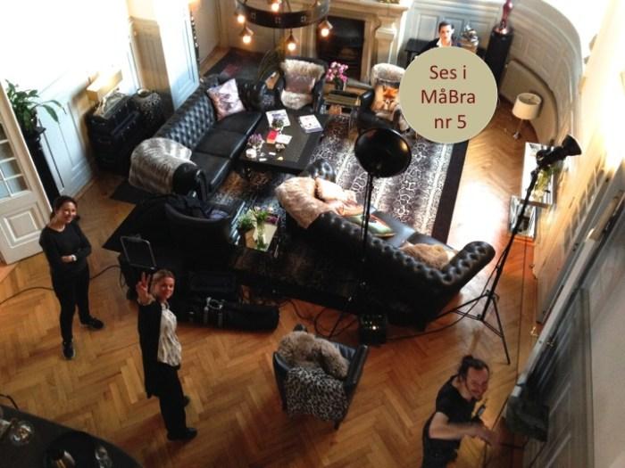 """Vi fick lov att """"härja fritt"""" under modefotograferingen på Villa Thalassa. Möbler åkte hit och dit för att göra modereportaget i MåBra:s maj-nummer till succé."""