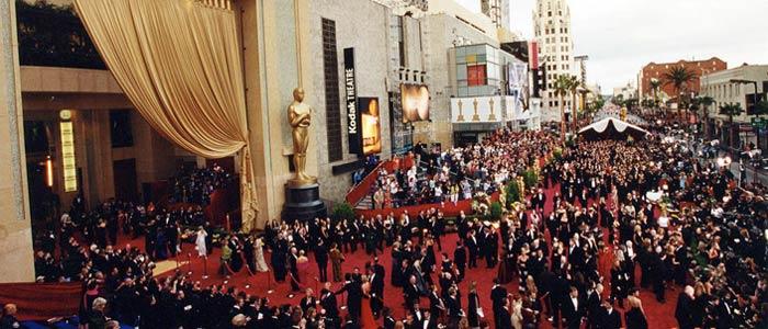 Röda mattan på Oscarsgalan, här på stilexperten.mabra.com kör vi en klänningsomröstning och klänningstips som du inte vill missa i morgon!