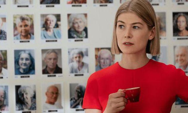 """Neu auf Netflix: """"I Care A Lot"""": Rosamunde Pike als scheinheilige Femme  Fatale « kleinezeitung.at"""