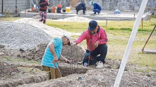 Los propios vecinos que desde chicos participan de diferentes espacios están a cargo de las obras de edificación.