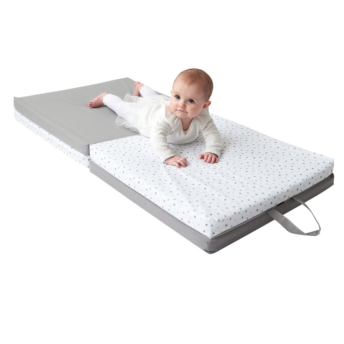 candide tapis de motricite gris et blanc tapis eveil candide sur l armoire de bebe