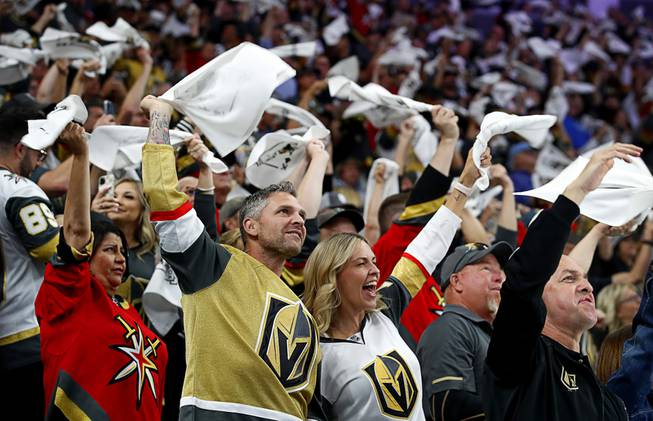 Golden Knights Beat Avalanche, 5-1, in Game 4