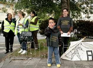 Los vecinos de Oseiro exigen la retirada de las torres de alta tensión