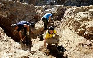 Aparecen nuevos fósiles e industrias paleolíticas en la cantera de Becerreá