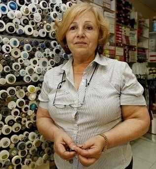 La dueña de una mercería regala toda la mercancía a quien la contrate 2 años para poder jubilarse