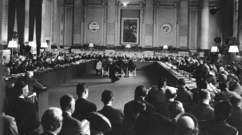 Deuxième réunion annuelle de la Banque mondiale (Banque internationale pour la reconstruction et le développement, créée après l'accord de Bretton Woods) le 11septembre 1947 à Londres.