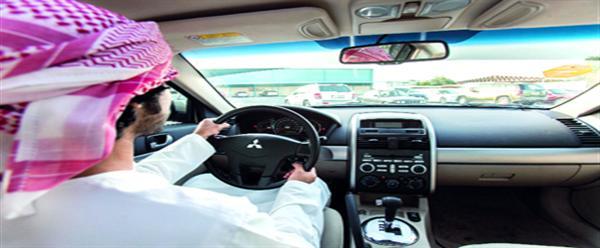منع وضع الماكياج وارتداء الغترة أثناء القيادة فى الامارات