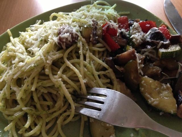 Pestopasta med grönsaksfräs