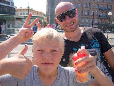 John & Collin på Järntorget, Göteborg, på väg till Liseberg