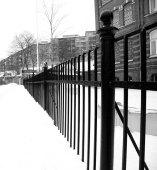 svartvitt staket
