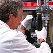 Det egna ingenjörsteamet utvecklar, monterar och kontrollerar produkterna så att inget ska lämnas åt slumpen