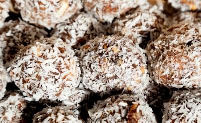 Naru er en nydelig dessert/snacks fra Bangladesh.