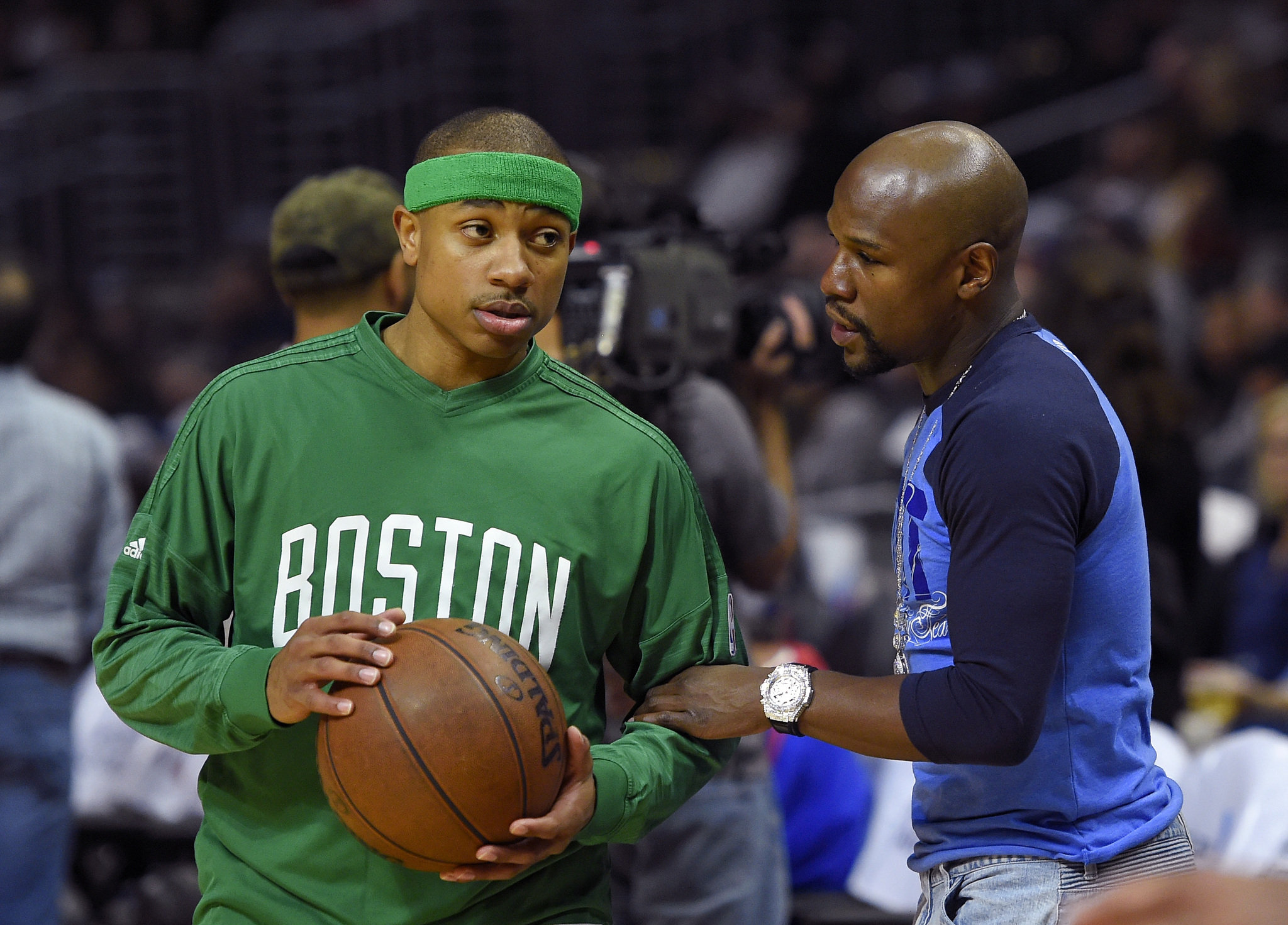 https://i2.wp.com/media.masslive.com/celtics_impact/photo/isaiah-thomas-floyd-mayweather-888b0cf7cf5a101e.jpg
