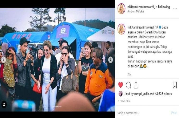 Nikita Mirzani mengunjungi korban gempa Ambon (Instagram @nikitamirzanimawardi_17)