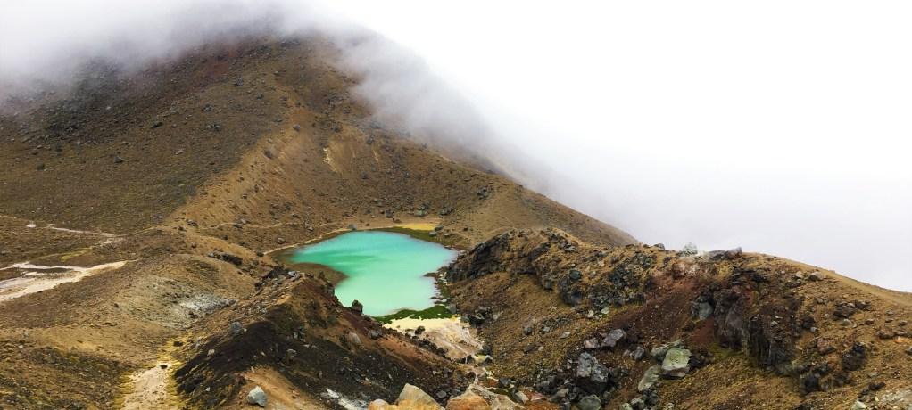 Vind, regn och dimma genom Tongariro Alpine Crossing!