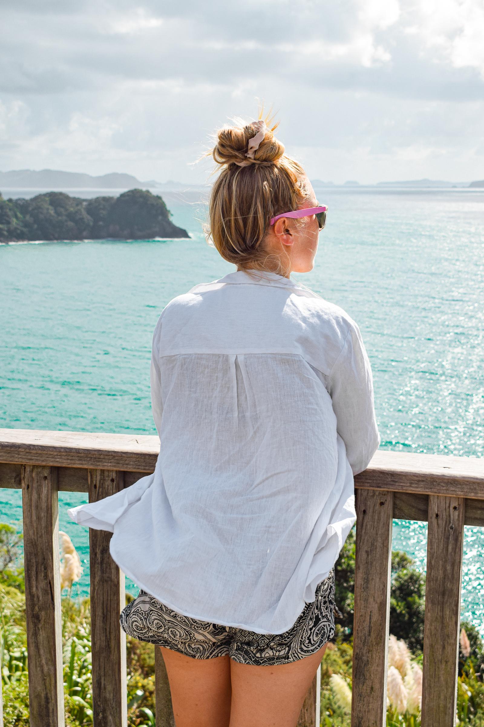 jag vid utsiktplats vid havet.
