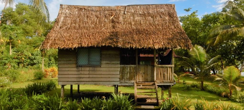 I en strömlös bungalow på Salomonöarna!