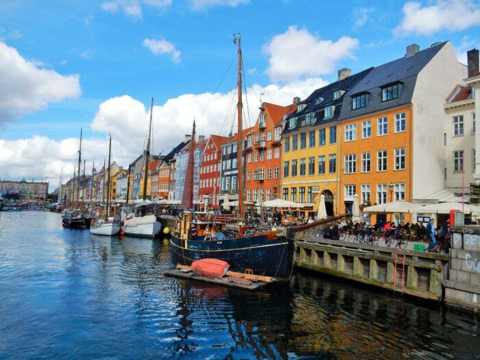 båtar och restauranger i nyhavn