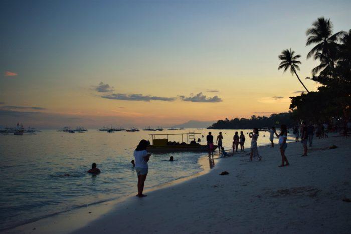 stranden i panglao vid solnedgång