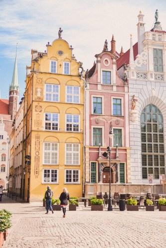 vackra stenhus på gdansk huvudgata