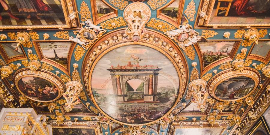 takmålning i blått och guld på gdansk historiska museum