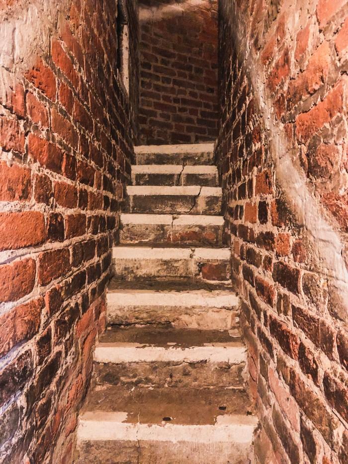 trappor upp till mariakyrkans tak