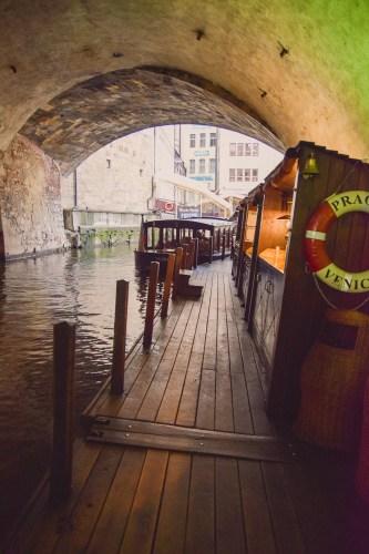 båtbryggan under karlsbron.
