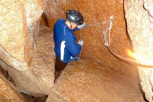 klättra i skallbergsgrottan.