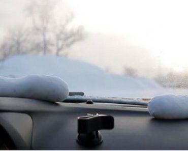 Han lägger en fylld strumpa i bilen. Anledningen är faktiskt genial!