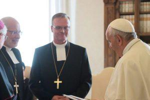 """Résultat de recherche d'images pour """"Le pape François annonce qu' »un consensus est atteint entre luthériens et catholiques sur la doctrine de la justification »"""""""