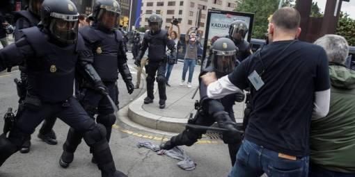 Resultado de imagem para Mais de 760 pessoas ficam feridas durante referendo na Catalunha